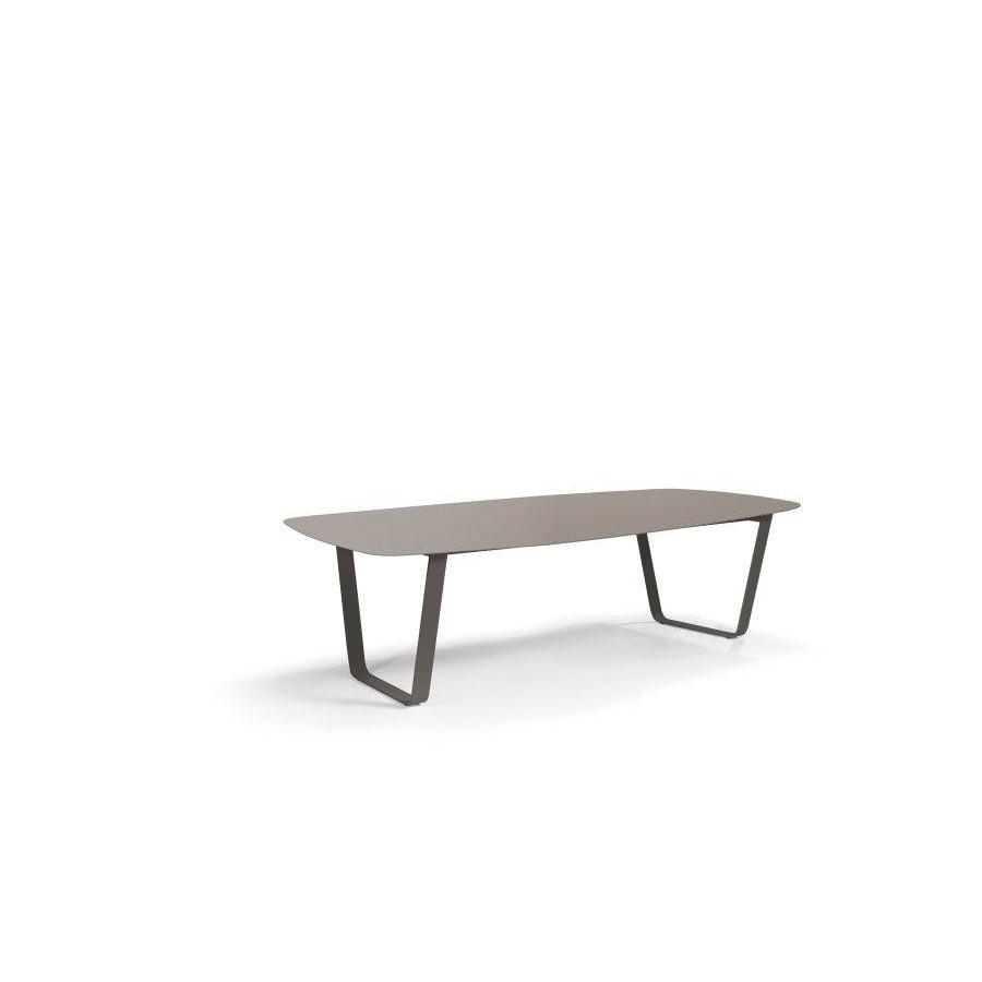 Rectangular outdoor dining table Air by Manutti - Lava frame, top quartz ceramic, 264 cm