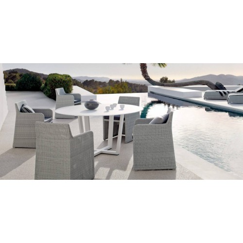 Round outdoor dining table Fuse by Manutti