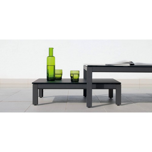 Rectangular outdoor coffee table Quarto by Manutti - Lava frame, black Trespa top