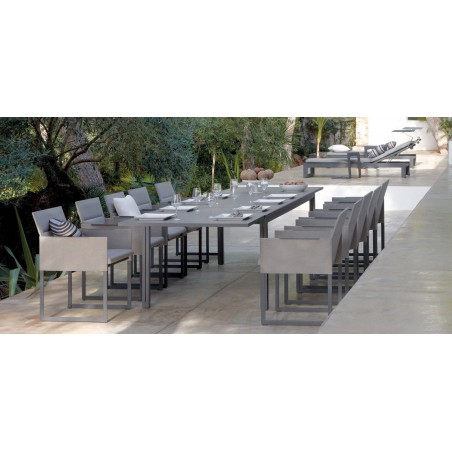 Extendible outdoor dining table Luna by Manutti