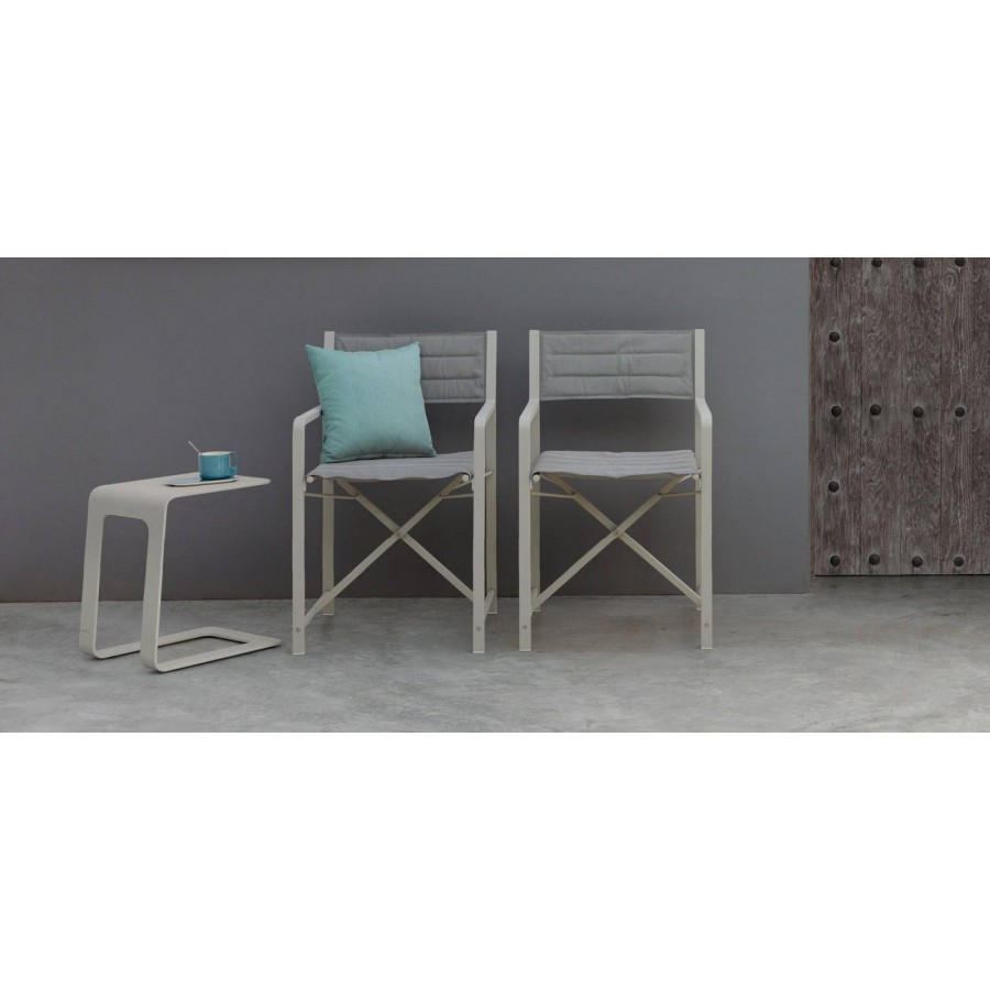 Opened outdoor side table by Manutti